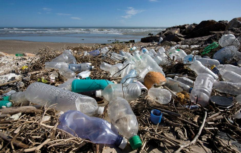 Plastique sur la plage